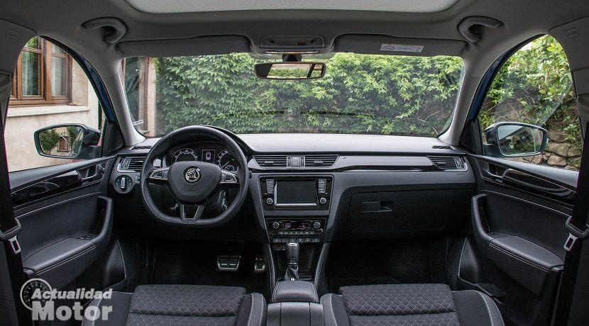 Interior del Skoda Spaceback 1.0 TSI 95 CV DSG Ambition