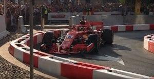 Vettel choca en exhibición Italia