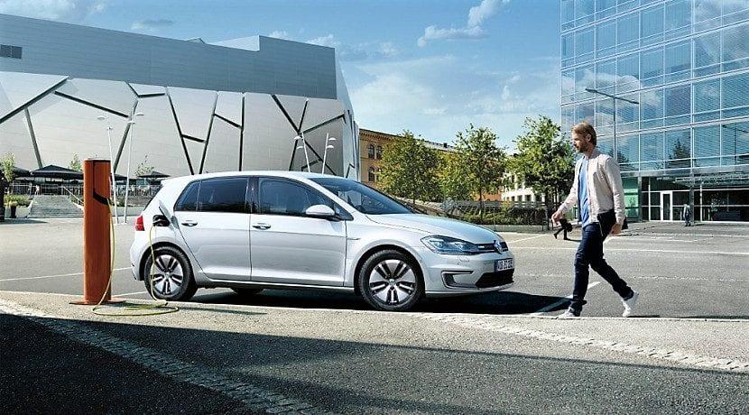Eléctricos e híbridos enchufables de VW contienen cadmio en los cargadores