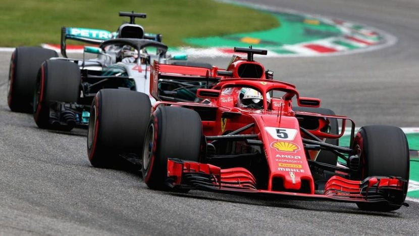 Hamilton luchando contra Vettel