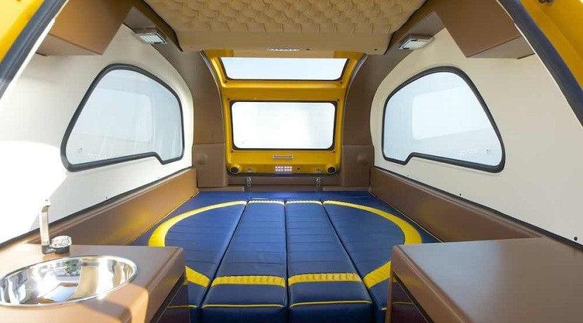 Interior de la caravana anfibia MiniBig