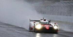 Toyota TS050 #7 sobre mojado