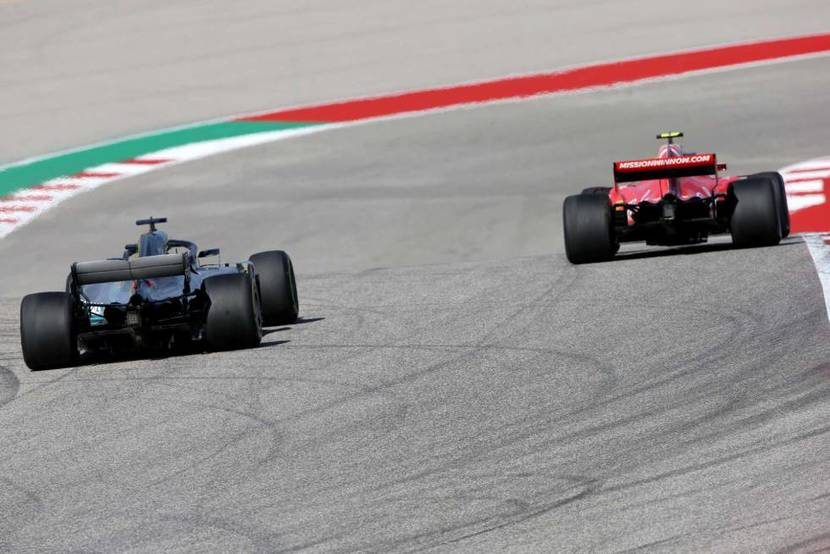 Ferrari delante de Mercedes