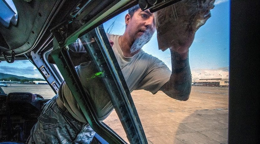 Como limpiar los cristales de un coche: mosquitos, caca de pájaro, etc
