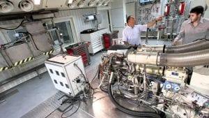 Motor Renault R27 en el banco de pruebas