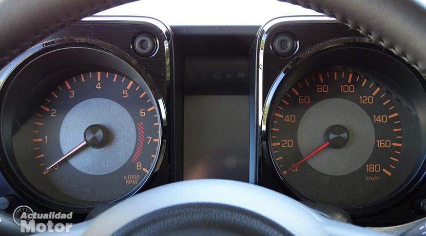 Prueba Suzuki Jimny cuadro instrumentos