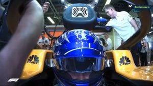 Nueva cárama frente al casco de Fernando Alonso