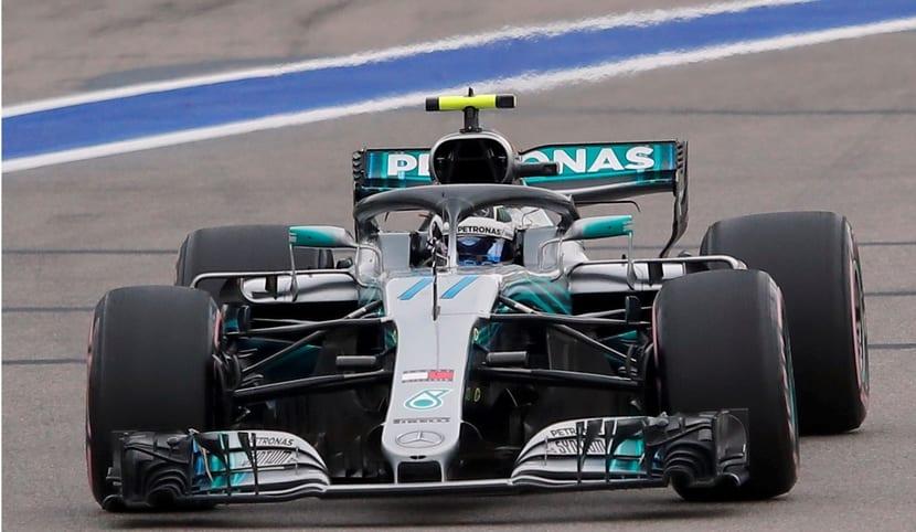 Bottas con el Mercedes 2018 #77