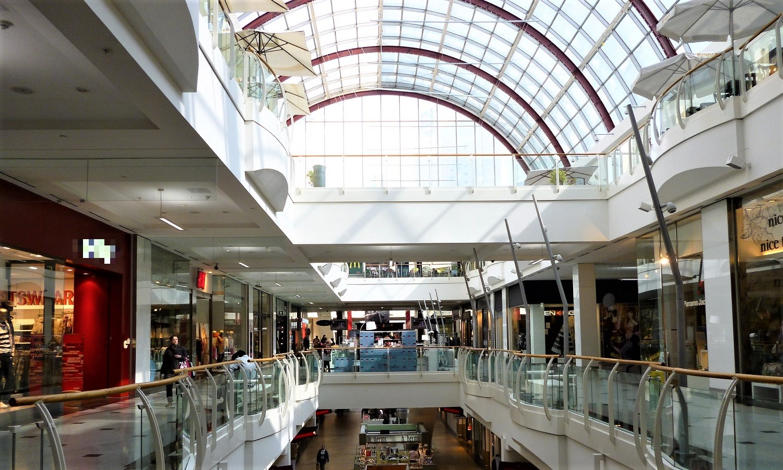 Aparcar en centros comerciales para no tener que pagar la zona verde o azul de Barcelona