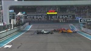 Alonso, Hamilton y Vettel haciendo donuts en la recta de meta