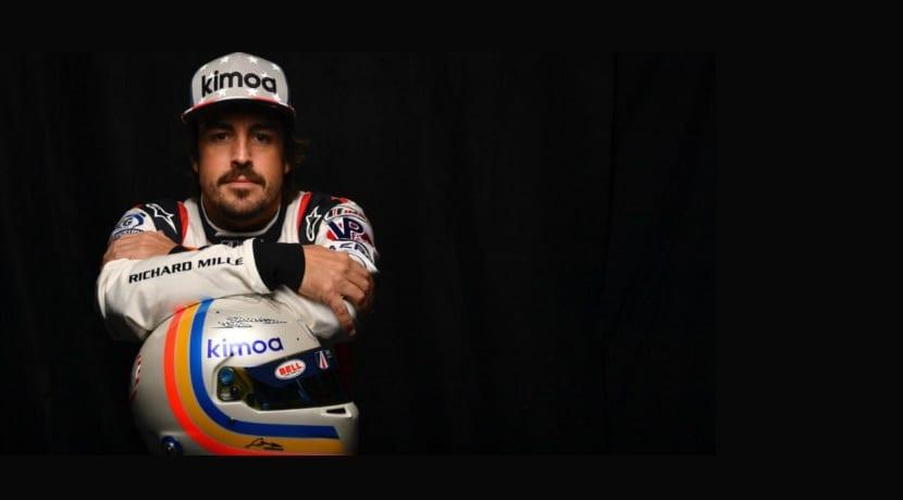 Alonso con el casco de Daytona