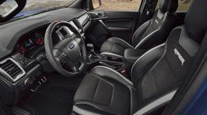Limpiar el interior del coche tapicería,salpicadero, cristales