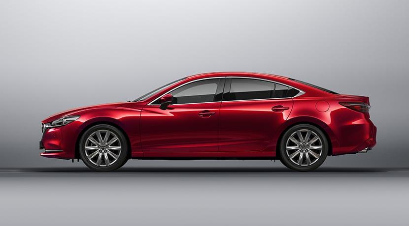 Lateral del Mazda6 sedán