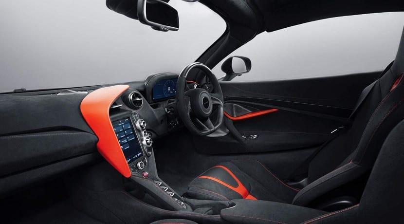 Interior del McLaren 720S Stealth MSO