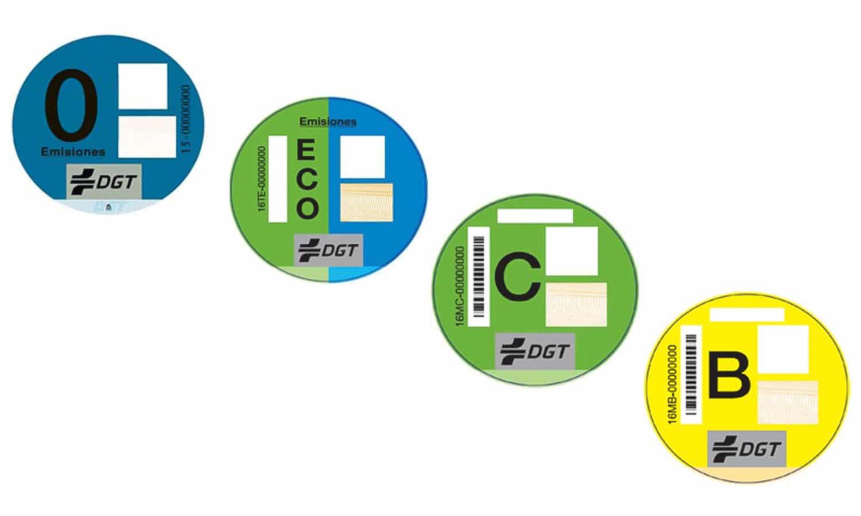 Etiquetas emisiones DGT con descuentos en zonas verdes y azules de Barcelona