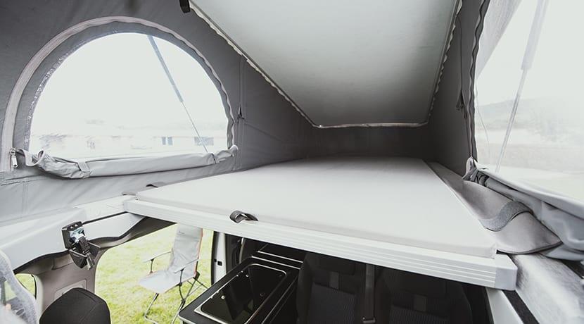 Peugeot Traveller by Tinkervan Camper cama superior