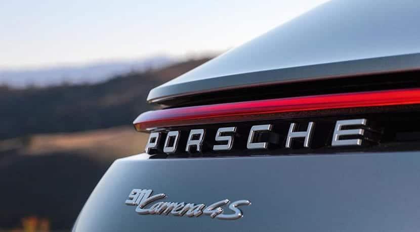 Porsche 911 992 Carrera S detalle luz trasera