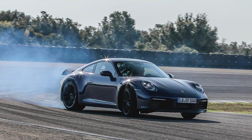Porsche 911 drift en circuito