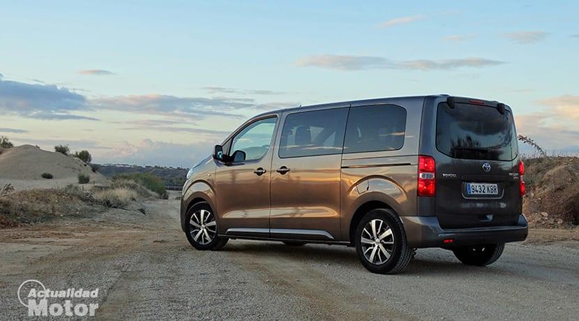 Prueba Toyota Proace Verso perfil trasero