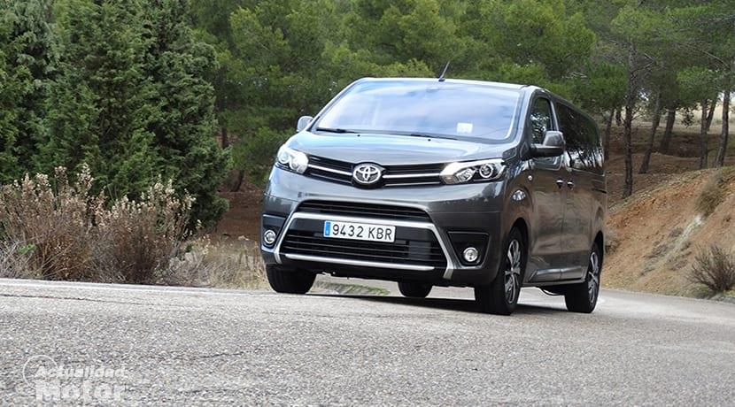 Prueba Toyota Proace Verso Medio 180D perfil