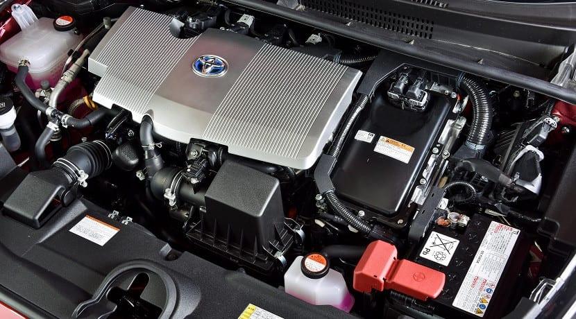 Motor eléctrico y térmico de un coche híbrido