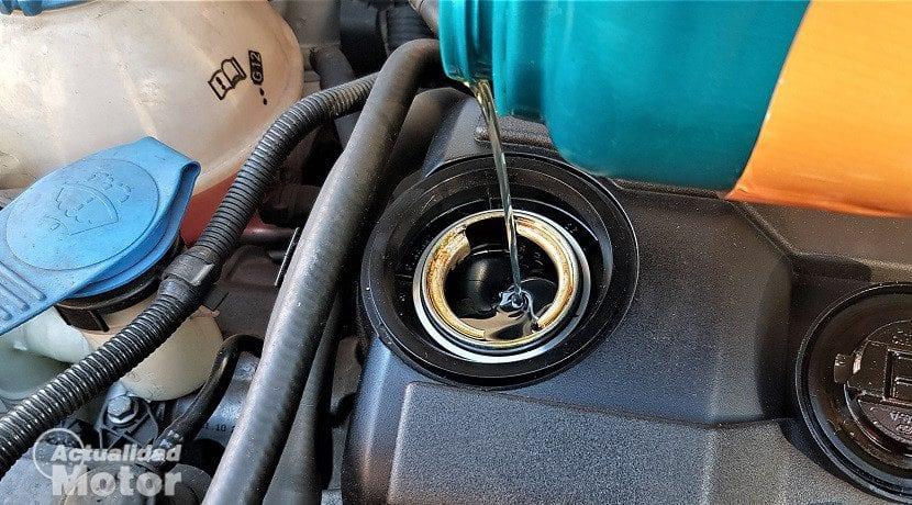 Cambiar el aceite del motor del coche