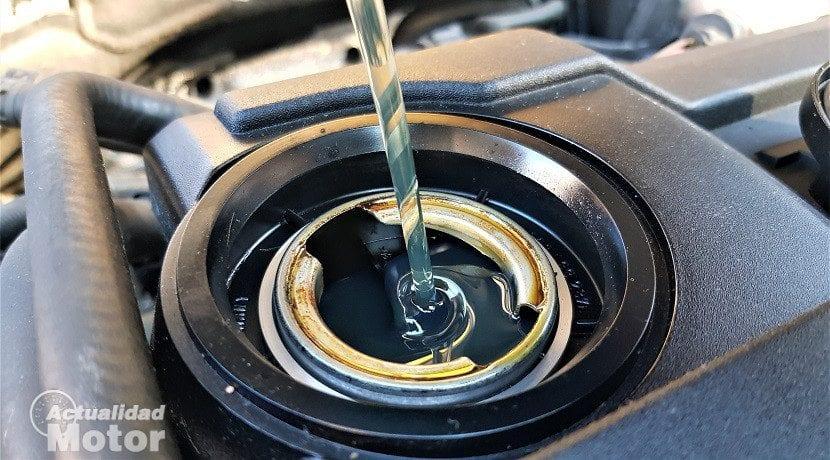 Poner aceite de motor nuevo