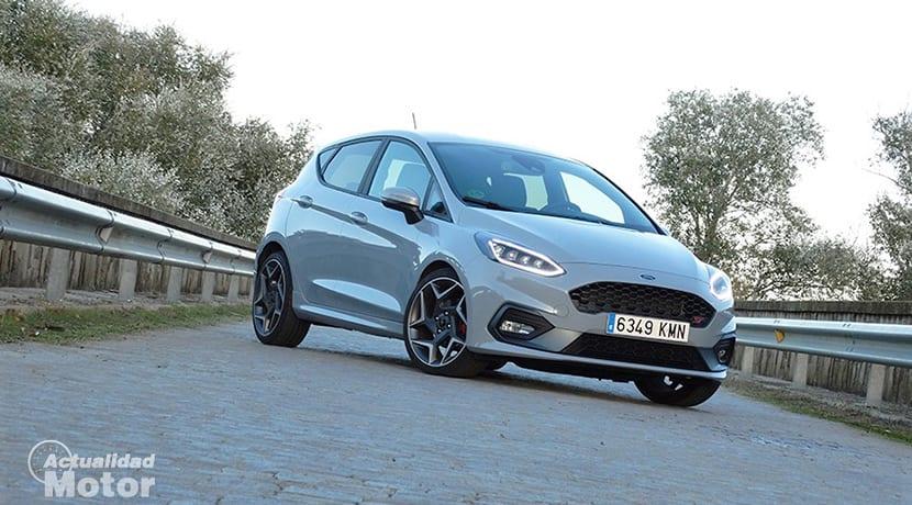 Prueba Ford Fiesta ST perfil delantero