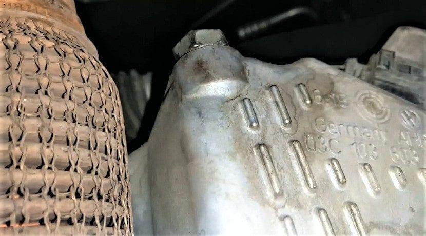 Cambiar el aceite del motor - tornillo del cárter