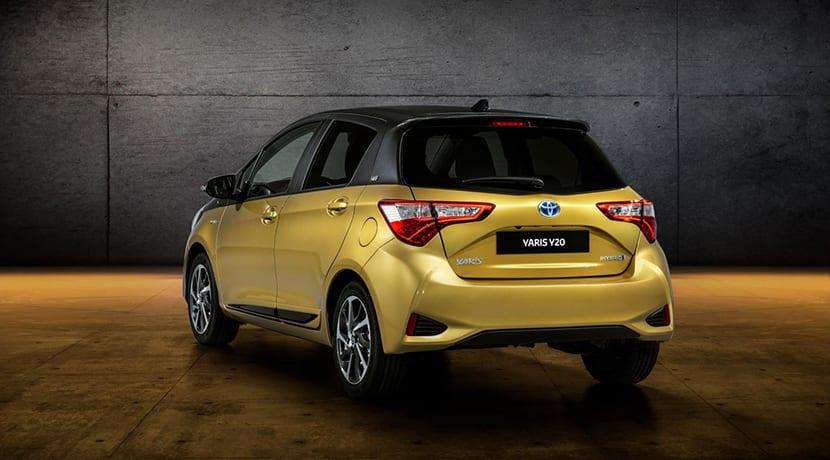 Toyota Yaris Y20 parte trasera