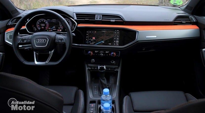 Audi Q3 45 TFSI quattro Stronic salpicadero
