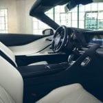 Interior del Lexus LC descapotable