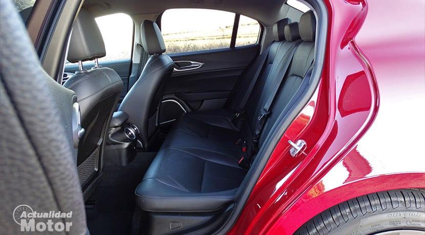 Prueba Alfa Romeo Giulia espacio plazas traseras