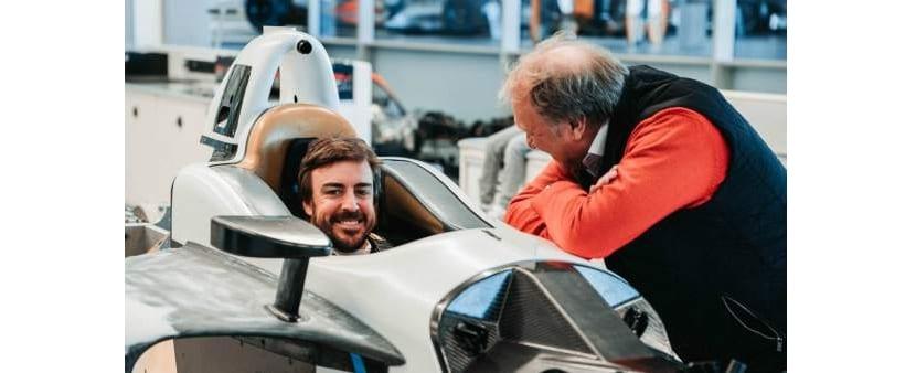 Alonso haciendose asiento para el Indy