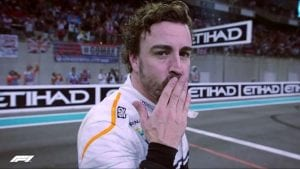 Fernando Alonso despidiéndose en 2018