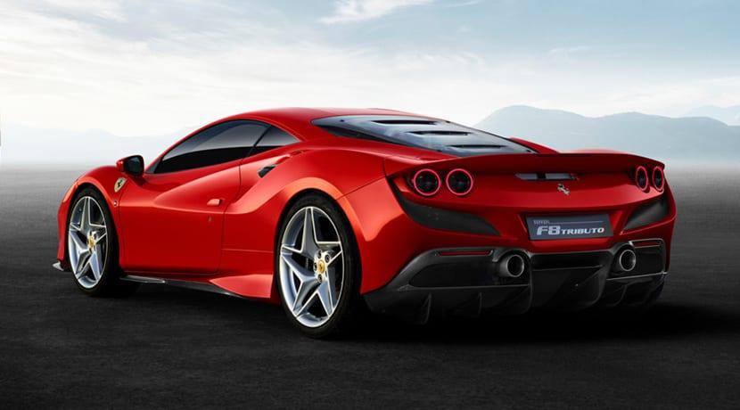 Perfil trasero del Ferrari F8 Tributo