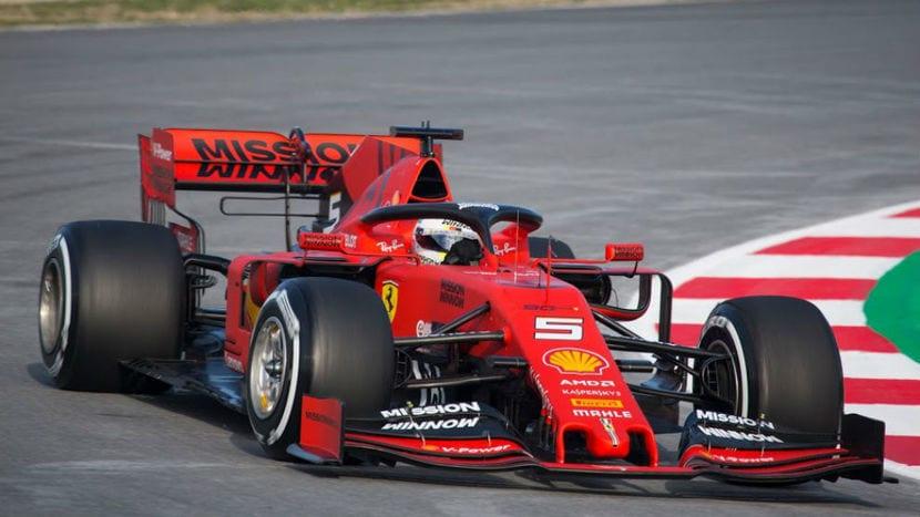 Ferrari SF90 con Vettel a los mandos