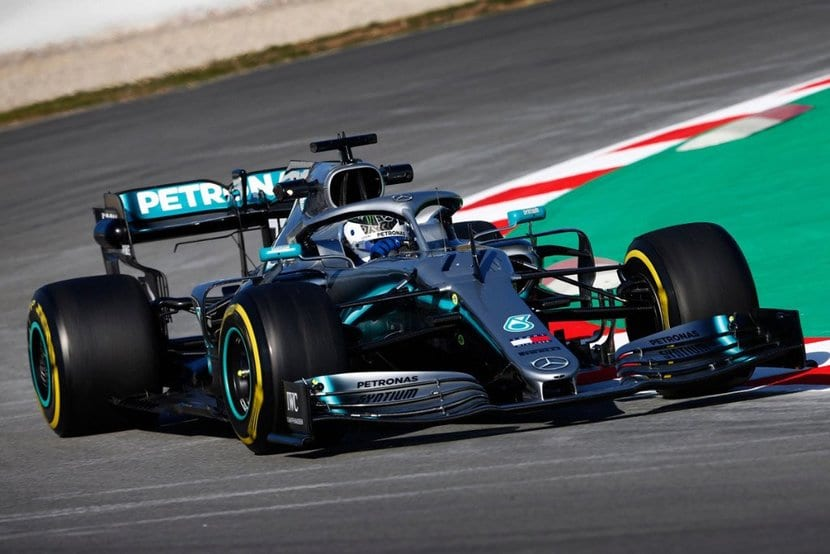 Mercedes W10 en tests de España