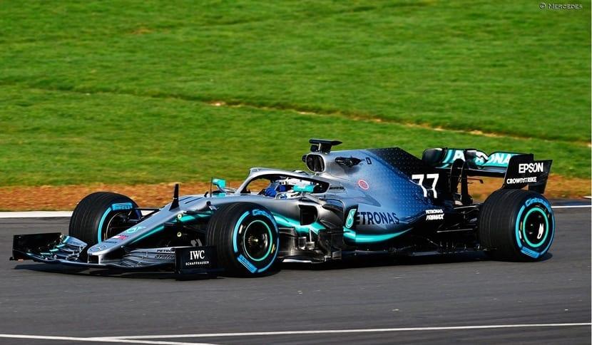 W10 rodando en Silverstone