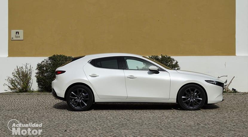 Lateral Mazda3 5 puertas