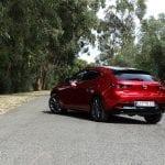 Prueba Mazda3 Skyactiv-G 122 CV perfil trasero