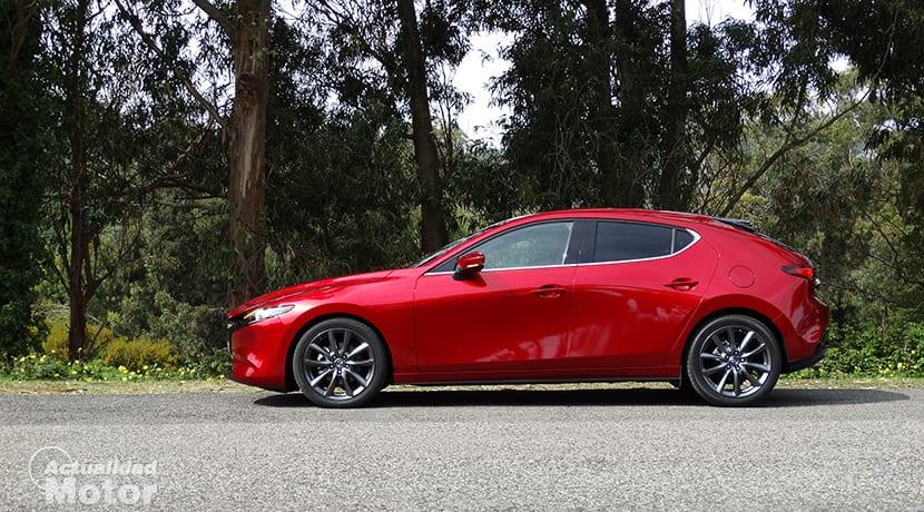 Prueba Mazda3 hatchback 2.0 Skyactiv-G 122 CV lateral