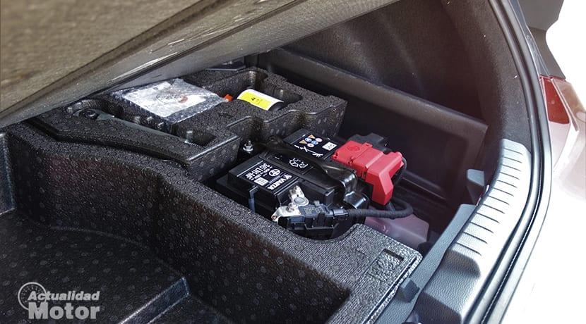 Toyota Corolla 180H batería en maletero