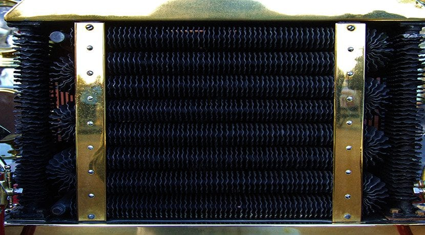 Radiador limpio de coche clásico