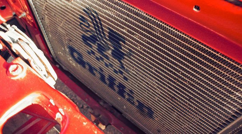 Mantenimiento del radiador del coche: limpieza por dentro y por fuera y reparación