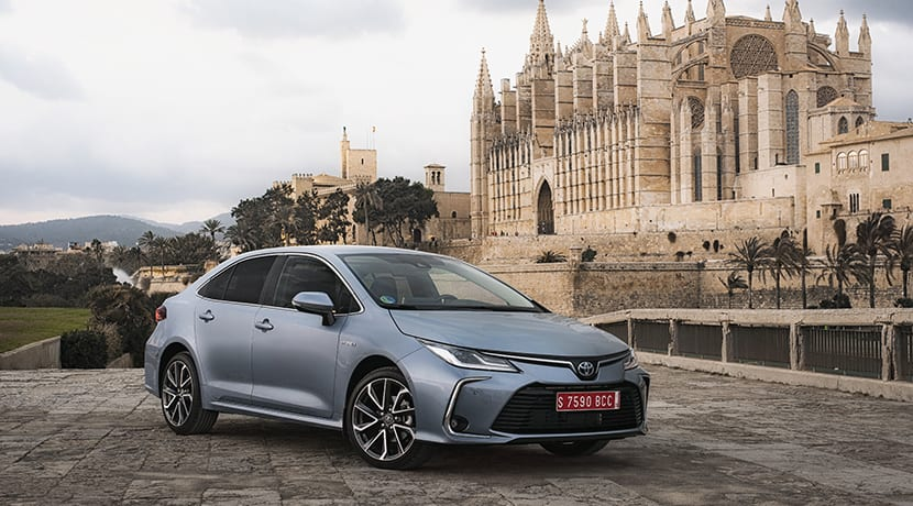 Toyota Corolla Sedán perfil delantero