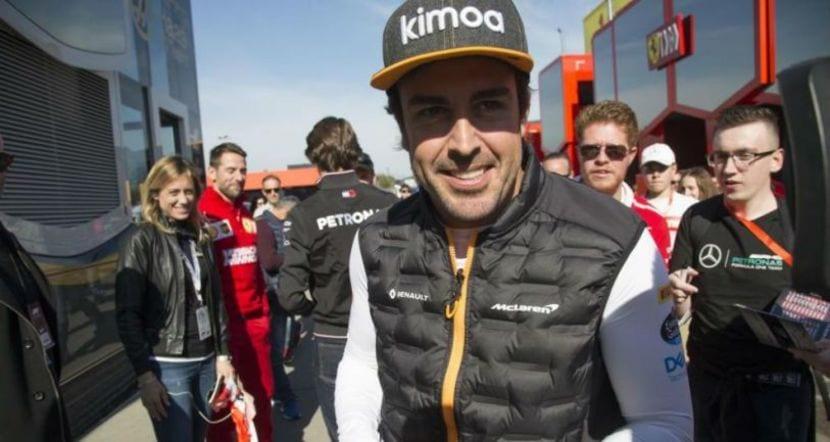 Alonso en el paddock de Baréin 2019