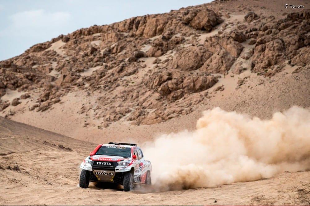Alonso en el TOyota Hilux en el test para el Rally Dakar