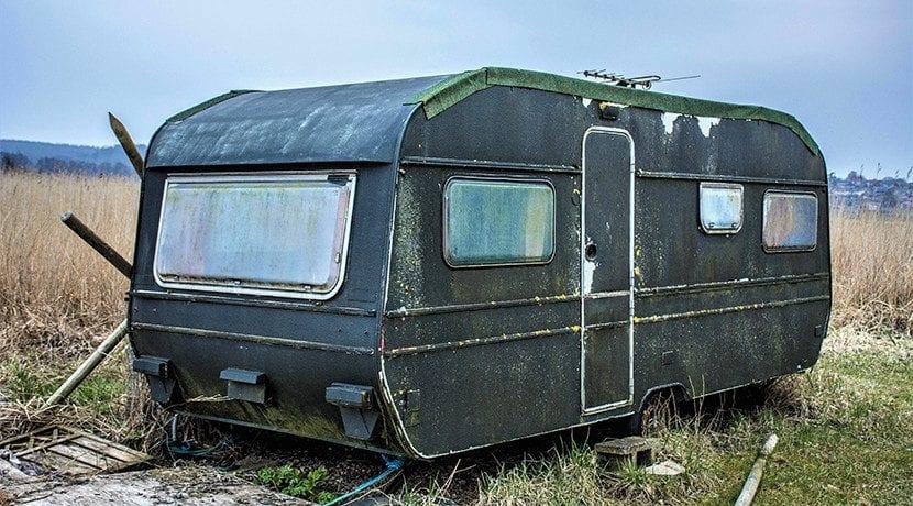 Revisar panesles, juntas y ventanas de una caravana de segunda mano