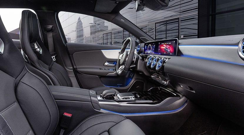 Mercedes-AMG A 35 Sedán asientos delanteros